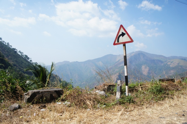 The road to Periyar - pay attention to the signs, there were big drops